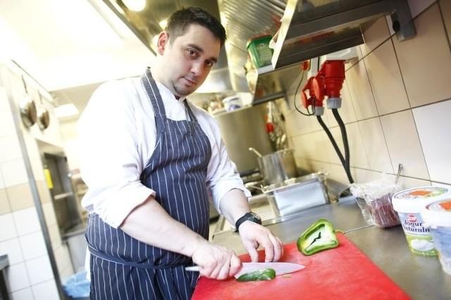 Adrian Feliks w branży kucharskiej działa od 13 lat. Ma ambicje, aby zaspokoić wybredne podniebienia jurorów Top Chef.