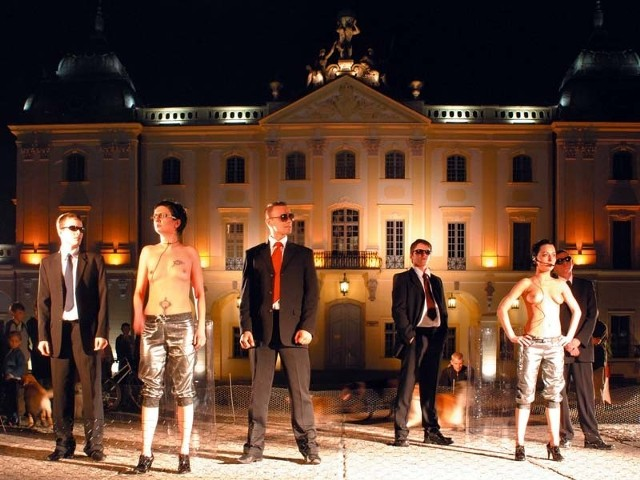 Grupa Sędzia Główny, Beznadziejnik. Rozdział 2. Artystka na głowie, Białystok 2008 (dziedziniec pałacu Branickich)