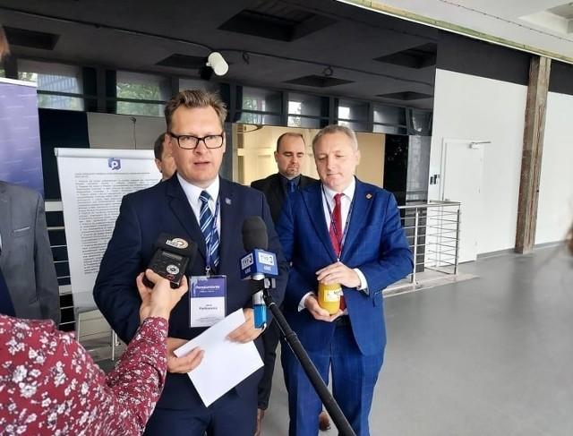 Od soboty (12 czerwca) nowego prezesa w okręgu łódzkim (Łódź i powiaty łódzki wschodni oraz brzeziński) ma Porozumienie Jarosława Gowina, a od niedzieli PSL w Łodzi.CZYTAJ DALEJ NA KOLEJNYM SLAJDZIE>>>