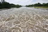 Tak wielka woda przechodzi przez Wrocław. Zobacz film i zdjęcia