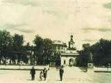 Dziedziniec Pałacu i hotel Ritz. Zdjęcia z historią