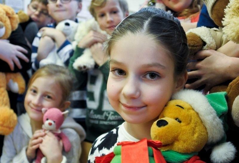 Misie są kochane, to najlepsze przytulanki - mówiła Karolina Półtorak, uczennica klasy II e z SP 26 (na zdjęciu).