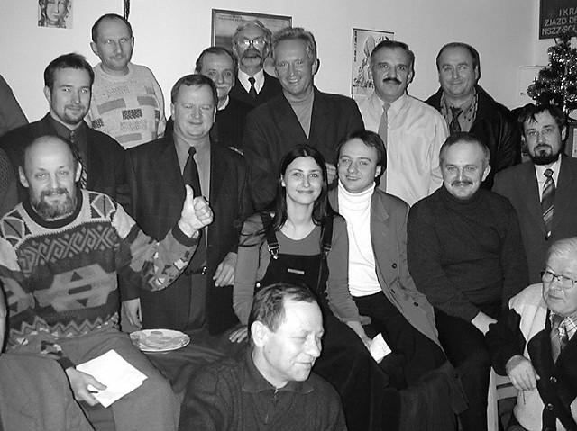 Większość z osób na zdjęciu z 2002 roku otrzymała pracę w miejskich firmach po zwycięstwie Sławomira Pajora (środkowy rząd, drugi z lewej) w wyborach prezydenckich. Między innymi Tadeusz Ler (środkowy rząd, siedzi drugi z prawej), Zdzisław Rygiel jr (środkowy rząd, siedzi trzeci z prawej) i Zbigniew Niemiec (u góry stoi drugi z prawej)
