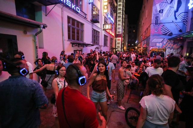 Silent Disco znowu rozbrzmiało we Wrocławiu! Zobacz jak kolorowo było w sobotni wieczór [ZDJĘCIA]