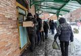 Tłusty czwartek 2021. Długie kolejki po pączki przed cukierniami. Zobaczcie zdjęcia ze śródmieścia Gdańska