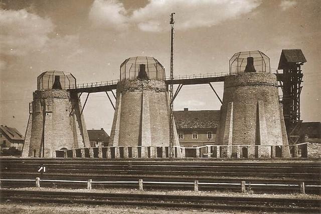 Tak przed II wojną światową wyglądały piece wapiennicze, które stały tuż za stacją kolejową w Gogolinie, na tyłach dzisiejszego budynku urzędu miejskiego.