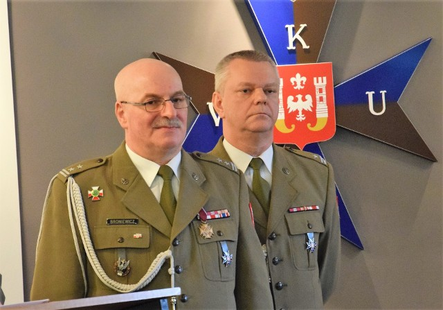 Podpułkownik Krzysztof Broniewicz (po lewej) i major Jacek Tecław