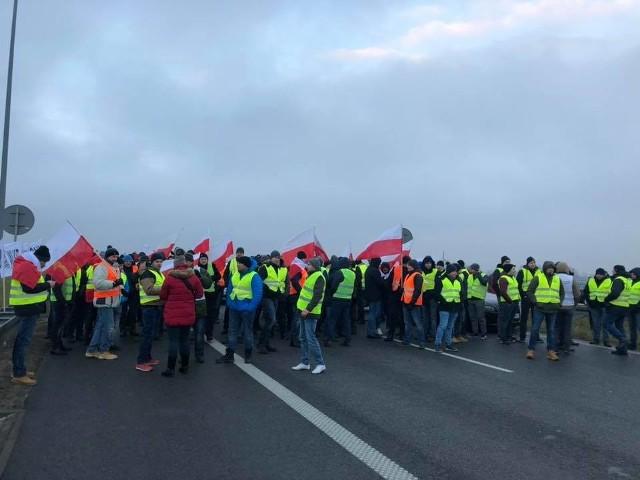 Niedawny protest rolników na autostradzie A2 (na zdjęciu) nie był ostatnim w br. Przedwczoraj inni rolnicy zablokowali zakład przetwórstwa mięsa w Łódzkiem, wczoraj protestowali drobiarze na Śląsku