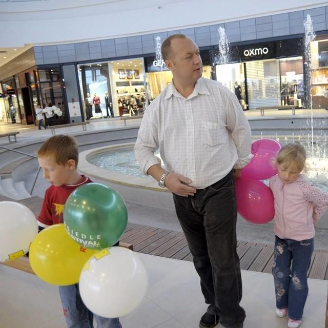 29 sierpnia, godzina 7.00. Otwarcie centrum handlowego Karolinka w Opolu.