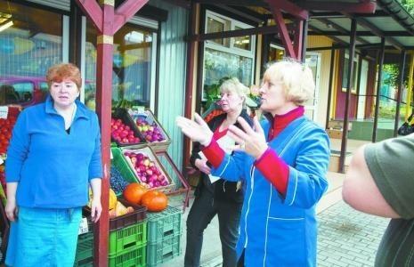 Kupcy z Wasilkowskiej coraz bliżej porozumieniaMałgorzata Tyszka (od lewej), Alina Tomaszuk i Małgorzata Kozłowska po likwidacji pawilonów zostałyby bez pracy.
