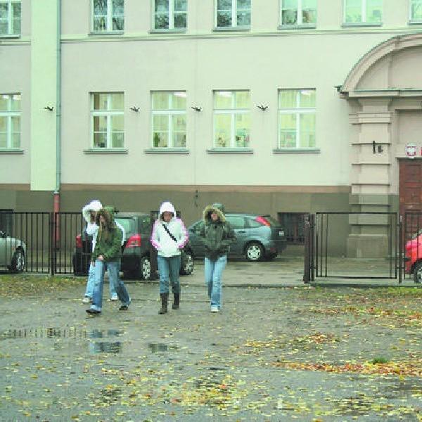 Zapowiedź likwidacji Gimnazjum nr 6 przy placu Staszica wywołuje we Włocławku wiele emocji