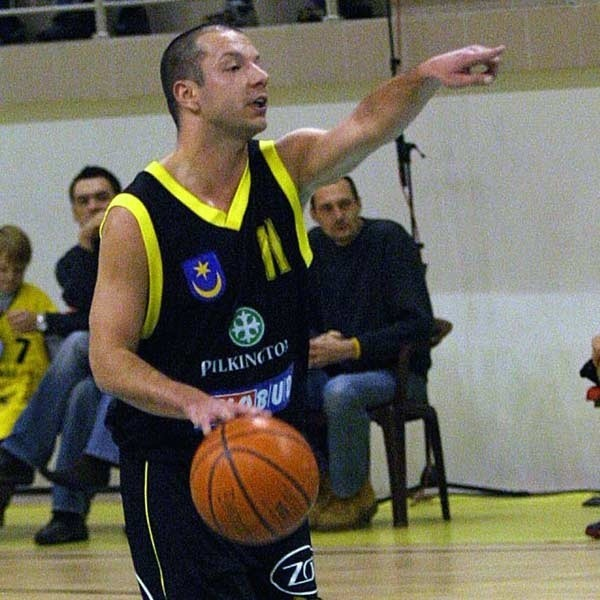 MACIEJ BIELAK WIEK: 29 lat. W 2006 ROKU:  czołowy koszykarz pierwszoligowej Siarki Tarnobrzeg.