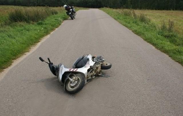 Nieprzytomnego nastolatka kierującego skuterem zabrało pogotowie