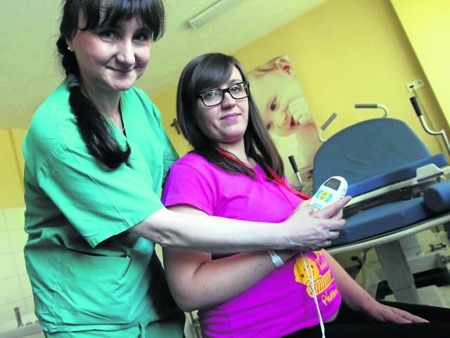 Pani Justyna przygotowuje się do narodzin córeczki i prezentuje nowy nabytekUniwersyteckiego Centrum Klinicznego, czyli aparat TENS skutecznie blokujący ból przy porodzie