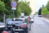 Horror z parkowaniem na Bednarskiej i Engestroma: strażnicy wlepiają mandaty - skarżą się kierowcy. Straż: mieszkancy sami proszą o pomoc