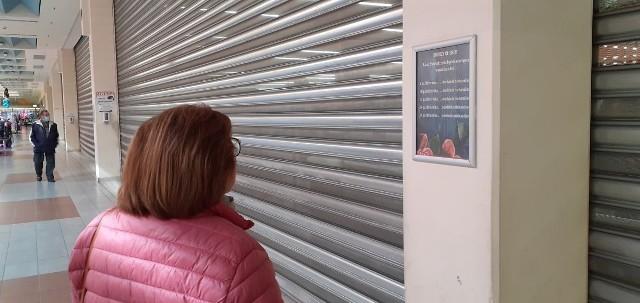 Zdezorientowani klienci w poniedziałek w markecie E.Leclerc