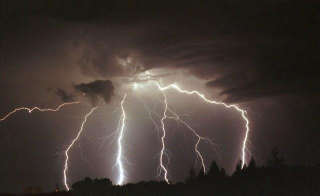W naszym regionie obowiązują ostrzeżenia przed burzami z gradem.