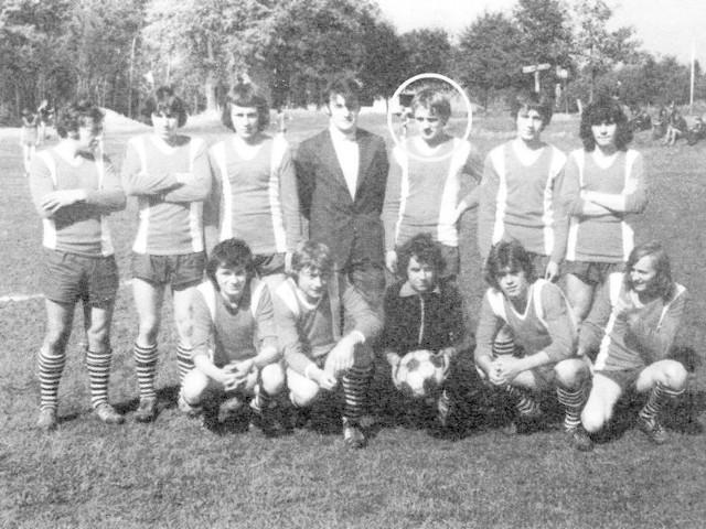 Juniorzy LZS Malawa, 1978 rok. W kółku dzisiejszy ks. biskup Stanisław Jamrozek