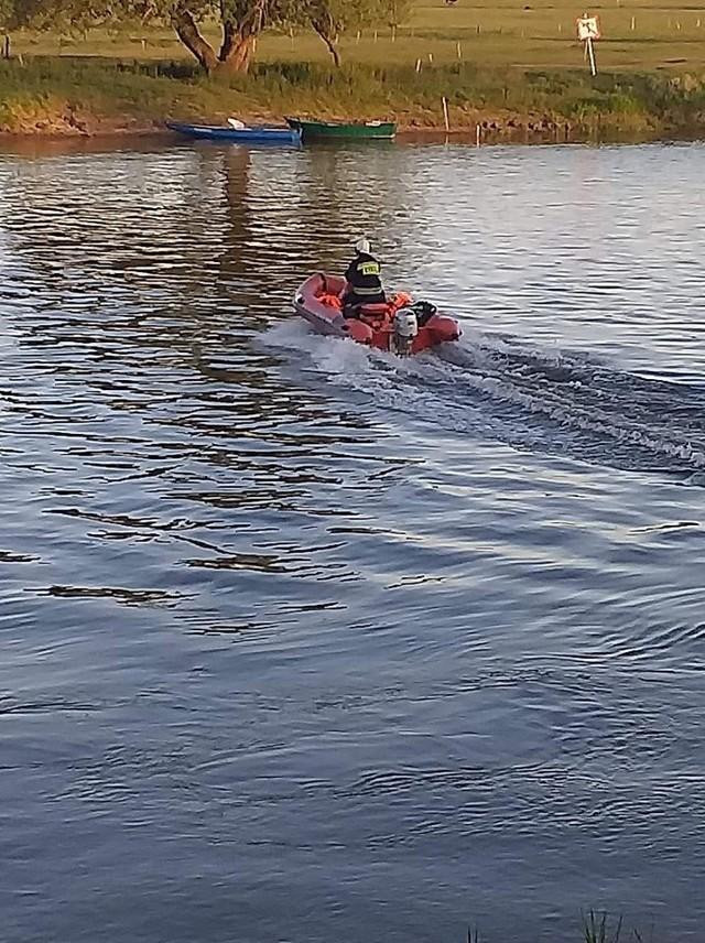Zwierzę wpadło do rzeki po przeciwnej stronie Santoka. Od strony wsi Borek w gminie Deszczno.