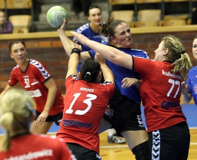 Agnieszka Łazańska-Korewo (z piłką) zdobyła sześć goli.