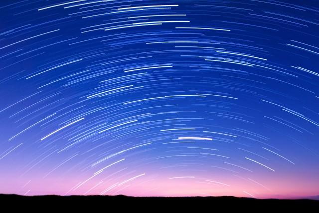 Perseidy 2020. Kiedy wypada noc spadających gwiazd i jak oglądać to zjawisko na niebie?