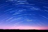 Perseidy 2020. Kiedy noc spadających gwiazd? Deszcz perseidów w sierpniu już niedługo. Gdzie i jak oglądać niebo?
