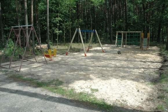 Tak wygląda plac zabaw w Leśnej. W tym roku plac zabaw zostanie urządzony w Borkach Wielkich. (fot. Mirosław Dragon)
