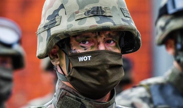 """- W razie potrzeby nawet 23 tys. terytorialsów może w każdej chwili zaangażować się w operację """"Silne Wsparcie"""" i ochronę granicy- poinformował szef MON."""