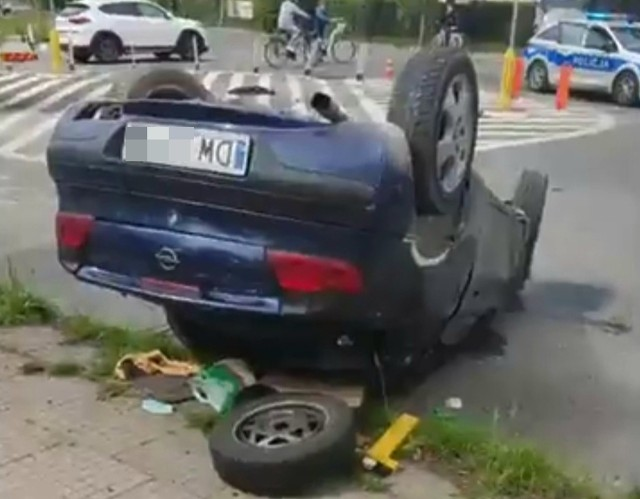 Groźnie wyglądający wypadek na Brochowie. Kierowca miał trzy promile alkoholu w wydychanym powietrzu!