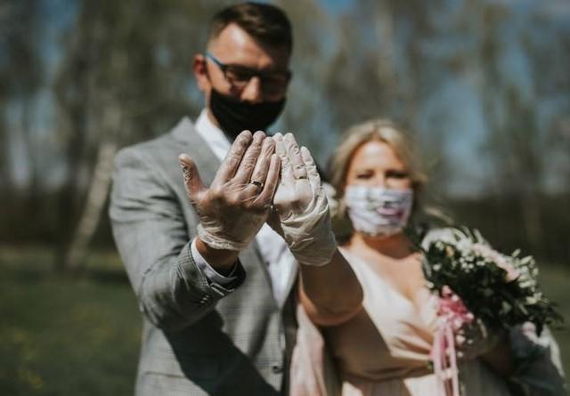 Osoby zaszczepione mają nie być uwzględnianie w limicie gości na weselach i innych imprezach.