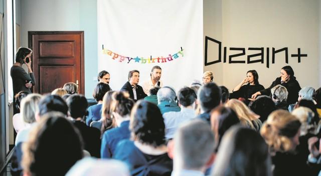 Jeśli chcesz dowiedzieć się, co to znaczy dobry dizajn, koniecznie przyjedź do Cieszyna!Podczas Dizajn +, wydarzenia zorganizowanego w Zamku Cieszyn, dyskutowano m.in. o zmianach społecznych i ekonomicznych oraz o tym, co czeka nas w przyszłości