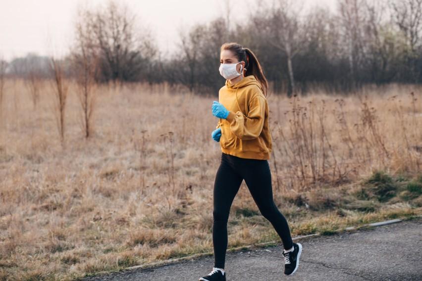 Czy można biegać? Sport w czasie pandemii: trzeba nosić maseczkę? Kontrowersyjne zasady