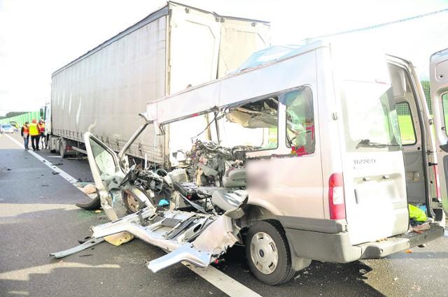 W wypadku pod Świebodzinem zginęło sześć osób. Siódma walczy o życie w szpitalu w Zielonej Górze.