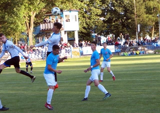 Start Pruchnik (niebieskie koszulki) w pierwszym meczu kontrolnym zremisował z Włokniarzem Rakszawa.