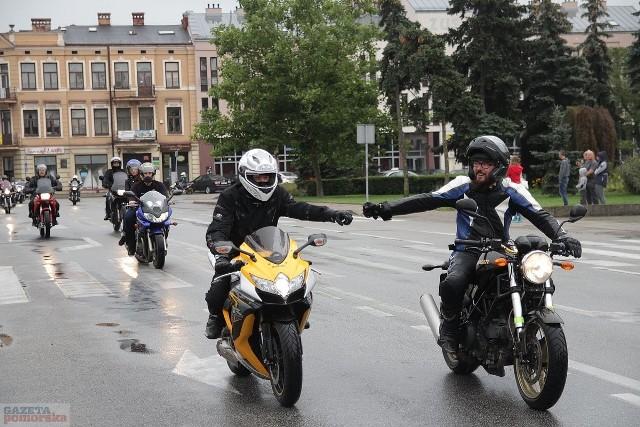 Kilkaset motocykli różnego rodzaju przejechało w sobotę ulicami Włocławka. Parada motocyklowa była częścią zlotu moto w Choceniu nad jeziorem Borzymowskim. Jest to już 11. Ogólnopolski Zlot Motocykli.>> Najświeższe informacje z regionu, zdjęcia, wideo tylko na www.pomorska.pl