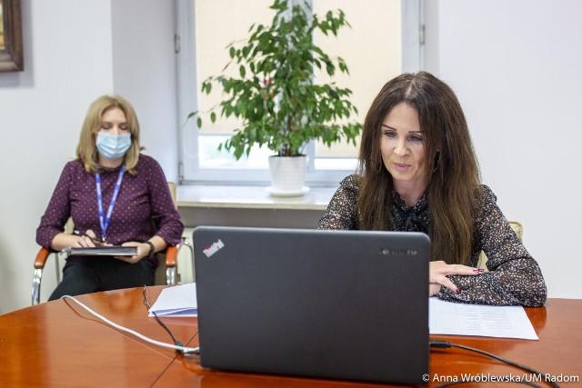 W piątek Katarzyna Kalinowska rozmawiała z dyrektorami radomskich szkół o organizacji pracy od poniedziałku.