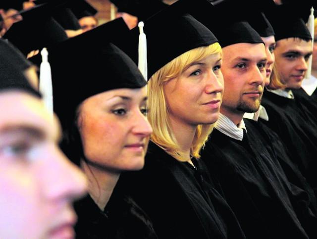 Matura? To dopiero początek! Większość pójdzie na studia, z mozołem je skończy, zda egzamin licencjacki i magisterski. Magister? To dopiero początek!