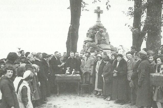 Uroczyste odsłonięcie pomnika na mogile powstańców styczniowych w Praszce, rok 1929.