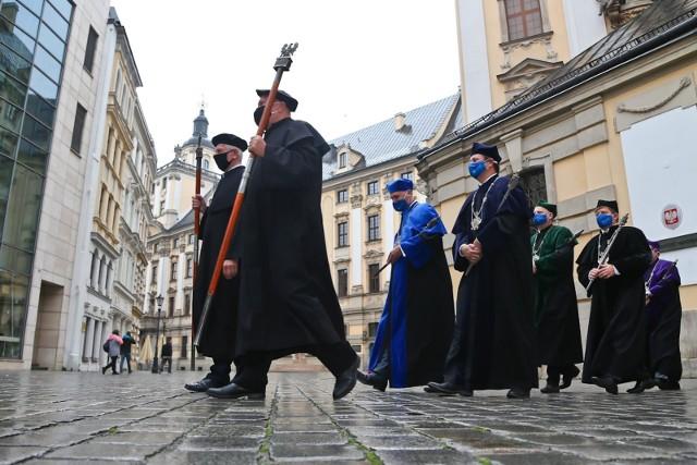 Według światowego rankingu Rank Pro 2029/2021 Uniwersytet Wrocławski jest drugą najlepszą polską uczelnią. Wyprzedził go tylko Uniwersytet Warszawski. Ranking jest tworzony przez uniwersyteckich profesorów i uwzględnia różne uczelnie na świecie i w Europie.Zobacz, jakie miejsca na tle Europy zajęły polskie uczelnie. Kliknij w pierwszy slajd i kieruj się dalej strzałkami, by przeglądać dalej.