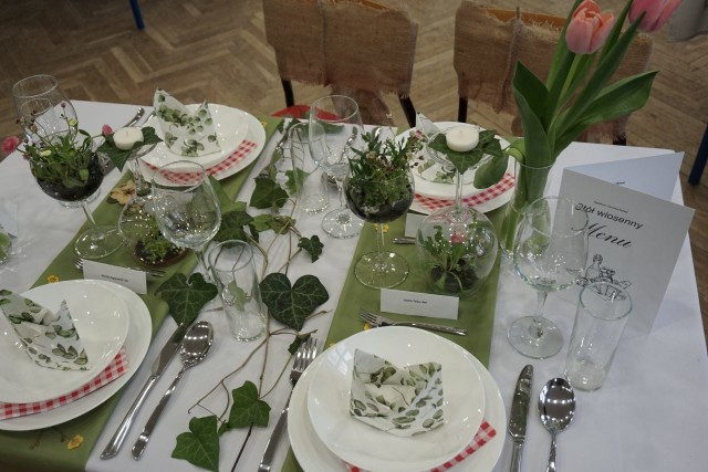 Wystawa Stołów Okolicznościowych w Zespole Szkół Gastronomicznych przy ul. Sienkiewicza w Łodzi - 24.03.2021 r. Oglądaj naszą galerię zdjęć i zainspiruj się pomysłami młodzieży.
