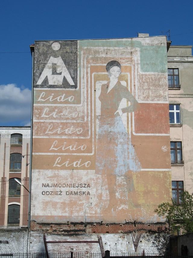 """Mural """"Lido"""" zasłania obecnie potężna reklama"""