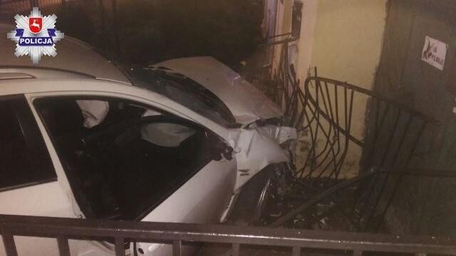 Lubartów: Pijany kierowca wjechał w budynek kancelarii adwokackiej. Będzie potrzebował pomocy prawnika (ZDJĘCIA)