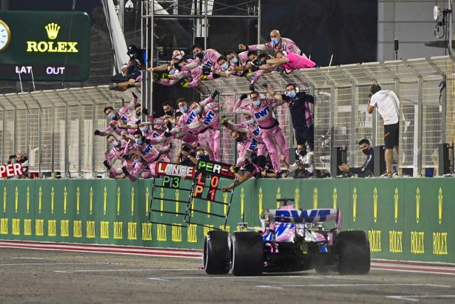 Sergio Perez sensacyjnym zwycięzcą wyścigu o Grand Prix Sakhiru. Podwójny dramat Mercedesa