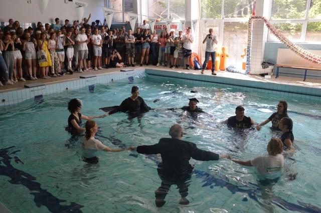 W SP nr 2 w Zielonej Górze skoki do wody to już tradycja!