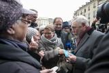 Kraków. Tradycyjne spotkanie opłatkowe na Rynku Głównym. Mieszkańcy i prezydent składali sobie życzenia [ZDJĘCIA]