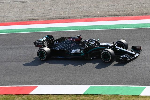 Grand Prix Toskanii pod dyktando Mercedesów, choć początek był szalony