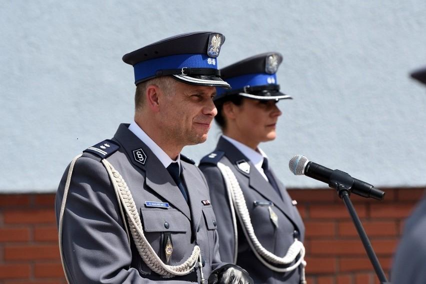 Święto policji w KPP w Nakle. Były podziękowania, awanse,...