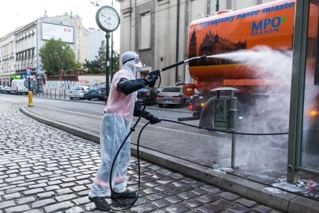 Dezynfekcja ulic i przystanków w Krakowie