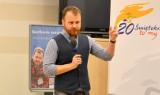 Wojciech Chmielarz, autor kryminałów w Kieleckim Centrum Kultury. Spotkanie w piątek