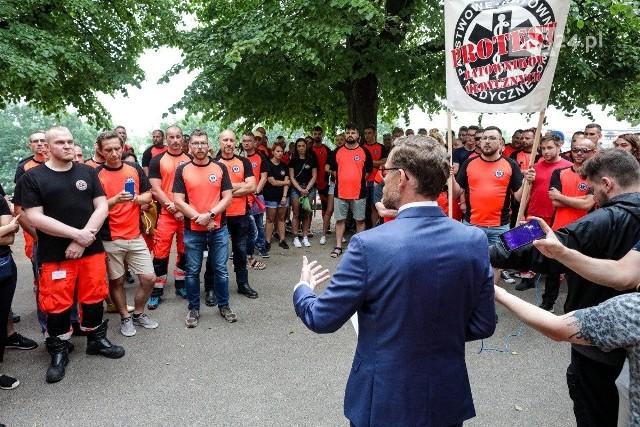 Protest ratowników medycznych na Wałach Chrobrego w Szczecinie